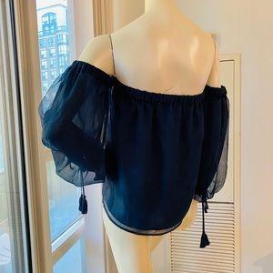 Vince Camuto off-shoulder blouse size S